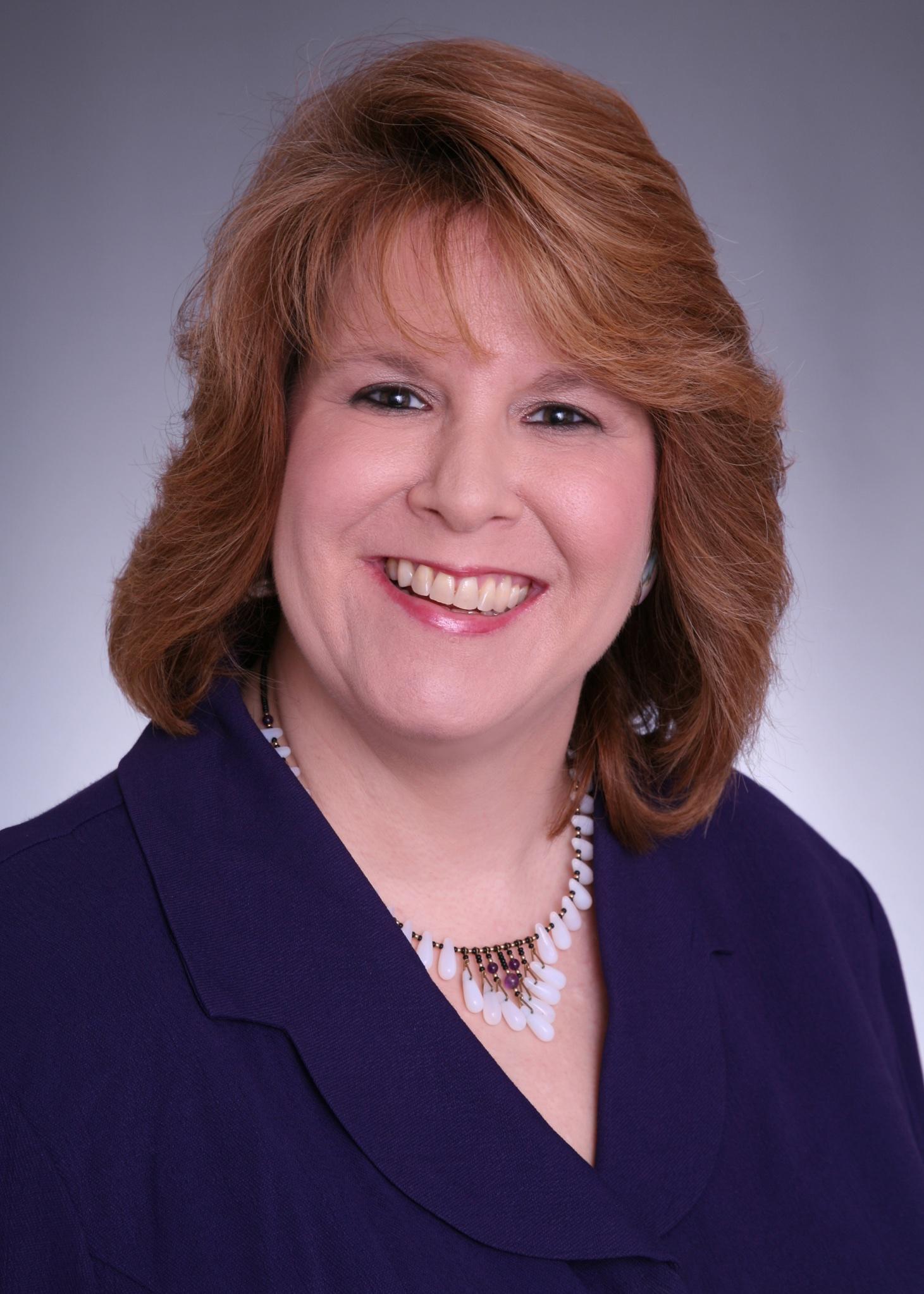 Cindy Bethel headshot
